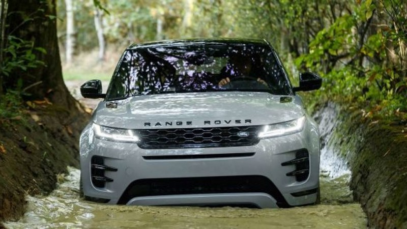 The new Range Rover Evoque reviewed by WhatCar?
